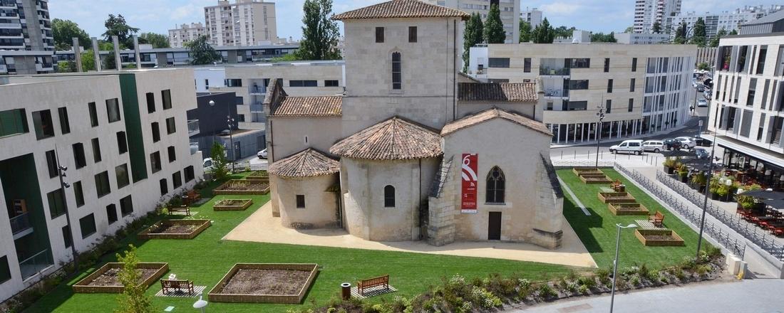 Vieille Eglise Saint-vincent tramway et bâtiments de la zac centre-ville